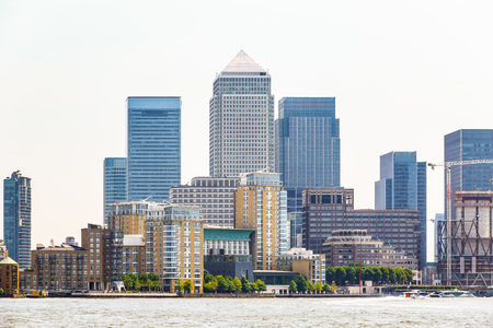 Skyscrapers in Canary Wharf, a major financial district in London Stockfoto