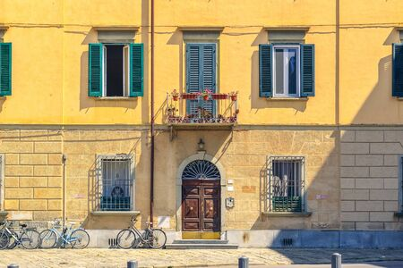 Facade of a typical residential building in Pisa, Italy Stockfoto