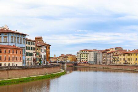 View of riverside buildings at river Arno in Pisa, Italy Stockfoto