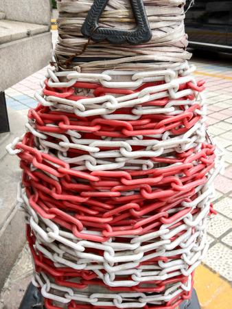 tangled: tangled chain round the pillar