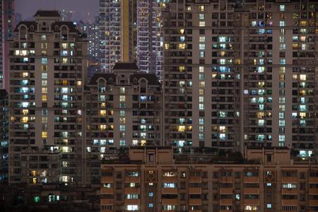 edificios residenciales vista nocturna Foto de archivo