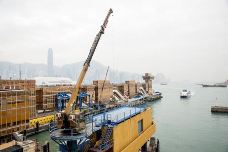 Dec. 3, 2016-Hong Kong: Crane by the sea. 新闻类图片