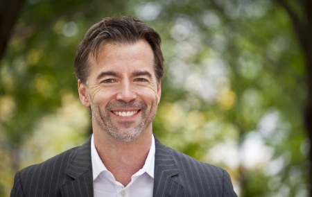 Portrait Of A Successul Businessman Smiling At The Camera Banco de Imagens