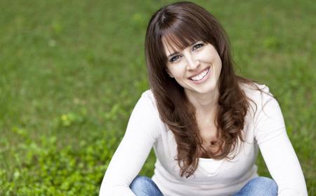 mujeres maduras: Primer plano de un sonriente mujer madura