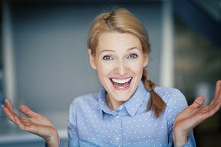 イタリアの幸せな女性の肖像画 写真素材