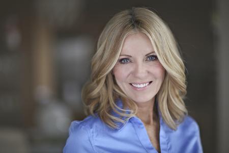 Portrait Of A Businesswoman mûr souriant à la caméra Banque d'images