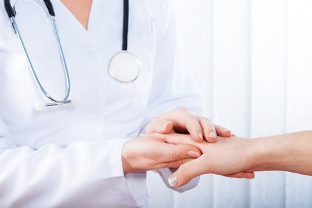 enfermera con paciente: Mujer m�dico con estetoscopio
