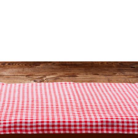 Leere hölzerne Deck Tisch mit Tischdecke auf weiß für Produkt montage