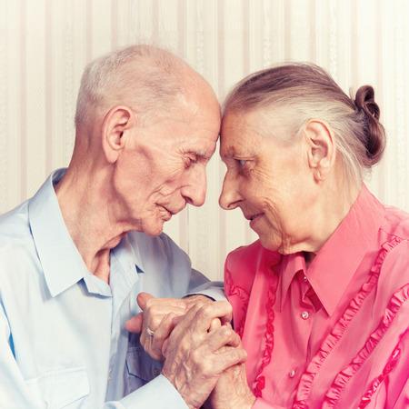 Älterer Mann, eine Frau mit ihrem zu Hause Konzept der Gesundheitsversorgung für Ältere Alte Menschen, Behinderte Standard-Bild