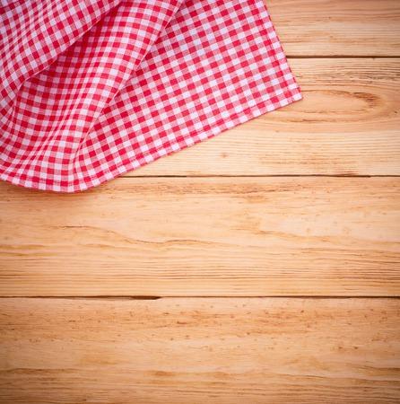 記録メニュー、赤の市松模様テーブル クロス タータンのレシピのための純粋なノート。木製のテーブルを上からビューを閉じます