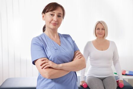Doctor and patient in rehabilitation clinic. Closeup Foto de archivo