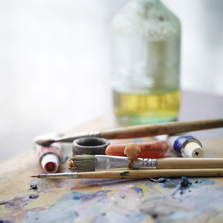 artist palette: Artist palette and paintbrushes, indoor shot with selective focus and blurred background