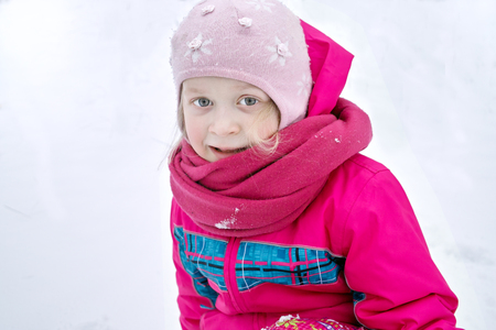 warm clothes: Happy cute little girl wearing warm clothes outdoor portrait