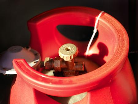 Plan macro sur la valve de la bouteille de GPL, faible profondeur de champ Banque d'images