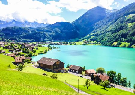 Colorful view of Thunersee (Lake Thun) in a beautiful summer day, Thun, Switzerland, Europe. Standard-Bild