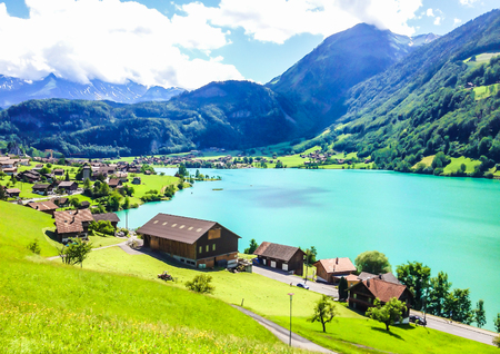 Colorful view of Thunersee (Lake Thun) in a beautiful summer day, Thun, Switzerland, Europe. Foto de archivo
