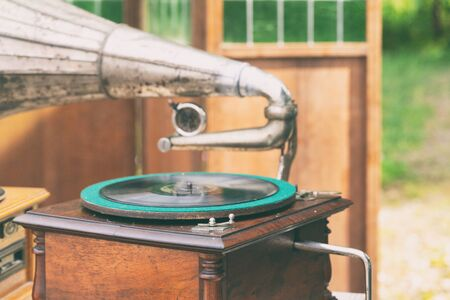 The fair presents for sale the box is in the form of an old gramophone with a trumpet and a music record. Stockfoto