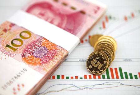 コインやバー グラフのグラフィックスの紙幣