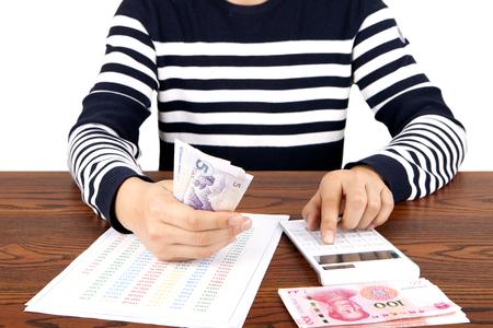 calculator chinese: A merchant who checks income