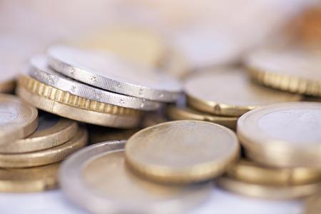 ユーロ硬貨のヒープを書く