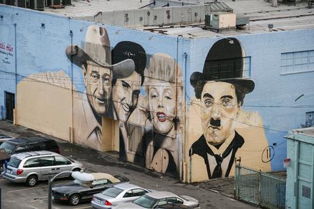HOLLYWOOD, CALIFORNIË, VS, 10 DECEMBER, 2006 - Muurschildering met de portretten van John Wayne, Elvis Presley, Marilyn Monroe en Charles Chaplin op de voorgevel van de Los Angeles Stella Adler Academie van Acteren en Theater.