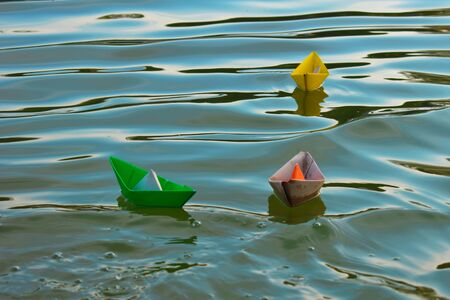 Cardboard ships in a fountain in a city park. Children's natural paper toys. Foto de archivo