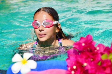 Korzyści płynące z pływania w basenie. Zabiegi SPA dla dzieci. Wakacje w tematach z dziećmi.