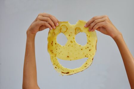 A child plays with food. Russian traditional pancakes. Redactioneel