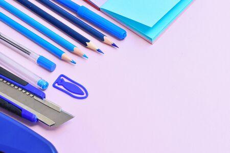 Blue school supplies. Home schooling. Office Desk Standard-Bild