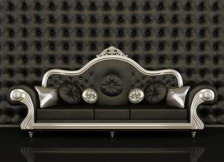night club: Sof� de cuero cl�sica con un marco de plateado sobre fondo negro. Fondo del bot�n de muro negro. C�modo sof� y Almohadas decorativas Foto de archivo