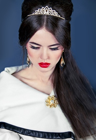 Beautiful woman with evening make-up and hair style  Jewelry and Beauty  Fashion photo photo