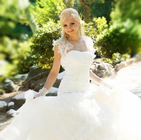 bridal makeup: Beautiful bride posing in her wedding day Stock Photo