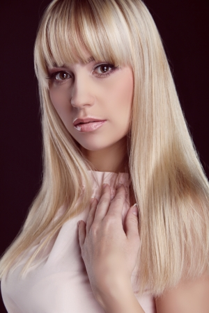 long straight hair: Portrait of young beautiful woman with blond glossy hair. Beauty. Long Healthy Hairstyling