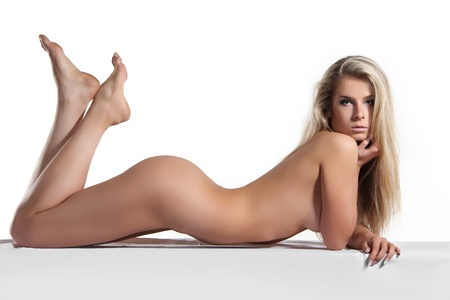 femmes nues sexy: Belle femme couch�e, le corps nu, se d�tendre