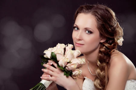 Beautiful bride woman portrait with bridal bouquet posing in her wedding day Stock Photo - 17495419