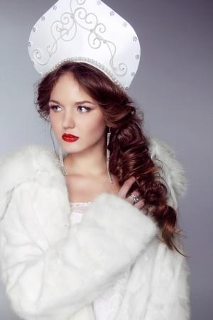 kokoshnik: Beautiful woman with kokoshnik. Jewelry and Beauty. Fashion art Russian photo
