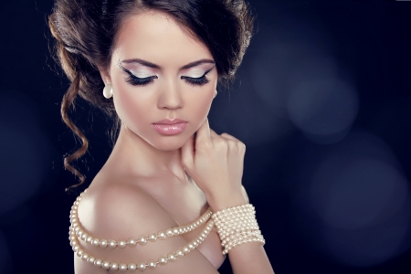 bared: Beautiful woman with a pearl necklace on the bared shoulders