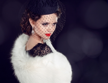 Beautiful woman in fur coat. Jewelry and Beauty. Fashion photo 스톡 콘텐츠