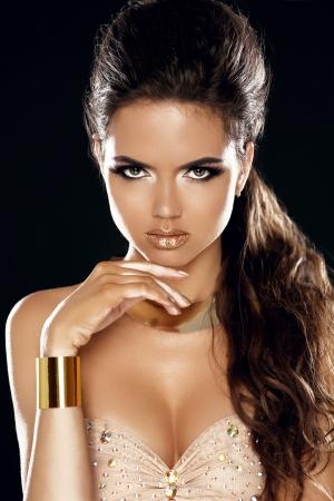 mulato: Se�ora del encanto. Muchacha de la belleza de la Moda. Mujer magn�fica Retrato. Corte de pelo y maquillaje con estilo. Peinado. Maquillaje. Estilo Vogue.