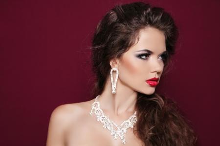 Portrait of beautiful brunette woman with diamond jewelry. Fashion photo