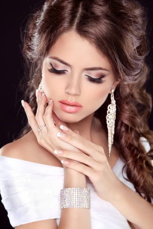 flaxen: Beautiful bride woman portrait in white dress. Fashion Beauty Girl. Make up. Jewelry. Manicured nails. Stock Photo