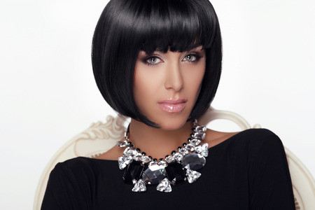 sexy glamour: Fashion Beauty Woman Portrait. Stylish Haircut and Makeup. Hairstyle. Make up. Vogue Style. Sexy Glamour Girl. Jewelry.