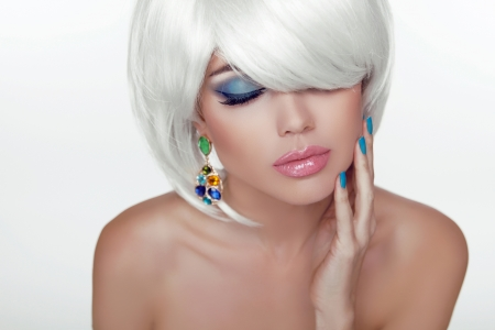 sexy lips: Sexy lips. Eye make-up. Fashion Beauty Girl Portrait with White Short Hair. Haircut and Makeup. Hairstyle. Vogue Style. Stock Photo