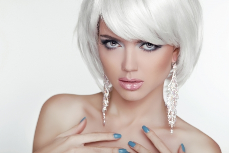 Fashion Sexy Blond Woman Portrait with White Short Hair. Luxury Girl. Jewelry. Haircut and Makeup. Hairstyle. Make up. Vogue Style. Glamour Model Photo photo