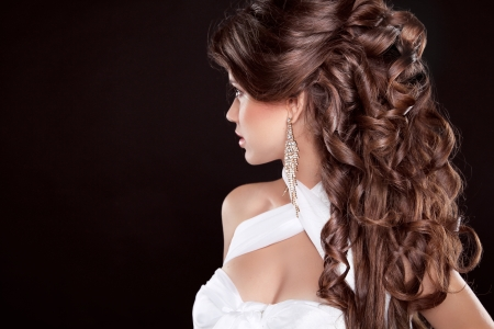 Hairstyle. Long Hair. Glamour Fashion Woman Portrait Of Beautiful brunette 스톡 콘텐츠