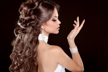 peinado pelo largo glamour moda mujer retrato de la hermosa morena foto de