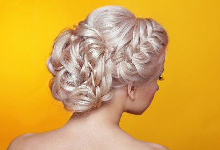 Beauty wedding hairstyle. Bride. Blond girl with curly hair styling 스톡 콘텐츠
