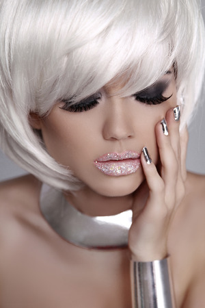 sexy mouth: Beautiful fashion blond girl with White Short Hair. Manicured nails. Mulatto woman. Eyes makeup. Jewelry accessories.