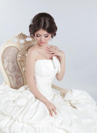 Mariage BrideBelle Brune Vêtue Moderne Avec Une Robe Femme De En OTilXuPwkZ