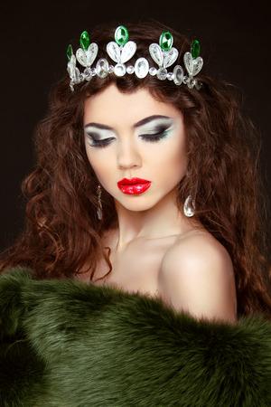 Beauty Fashion Model Girl in Fur Coat. Diamond jewelry. Beautiful Luxury Winter Woman. photo